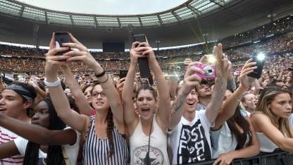Ein Fall für den Google-Alarm: Jugendliche auf einem Rihanna-Konzert in Paris