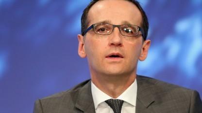 Justizminister Maas kündigt bessere Klagemöglichkeiten für Verbraucherschützer an.