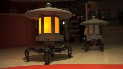Toro-Bot: gehende Lampe mit Persönlichkeit