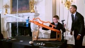 Feuer frei im Weißen Haus: Präsident Barack Obama, Joey Hudy und die Marshmallow-Kanone beim Science Fair 2012