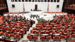 Die Regierungspartei in der Türkei hat ein umstrittenes Gesetz zu Internetsperren verabschiedet.
