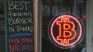 Im Room 77 in Berlin-Kreuzberg steht ein Bitcoin-Automat.