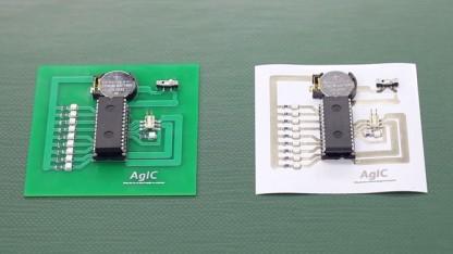 Links Platine aus Kunststoff, rechts auf Papier gedruckt