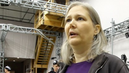 Amy Hennig am Hollywoodset für Uncharted 3