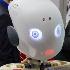 Roboter: Muskelmännchen Roboy wird rot
