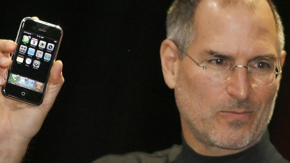 Steve Jobs bei der Präsentation des iPhones Anfang 2007