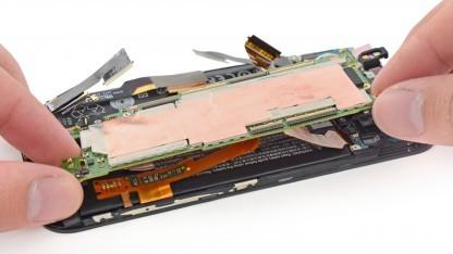 iFixit hat das HTC One (M8) auseinandergenommen und bewertet.