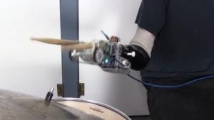 Robotische Prothese: Steuerung per EMG und automatisch