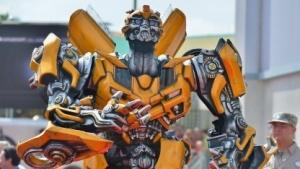 Transformers sind Roboter, die sich in Fahrzeuge und Flugzeuge verwandeln können.