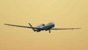 Drohne MQ-4C Triton im Landeanflug (am 13.März 2014): Patrouillenflüge über Meer und Küsten