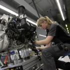 IG-Metall-Vize: Bei Bandarbeit stehen Roboter den Menschen im Weg