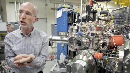 Stuart Parkin 2010 im Labor des Almaden Research Centers