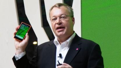 Nokia-Chef Stephen Elop zeigt das Nokia X.