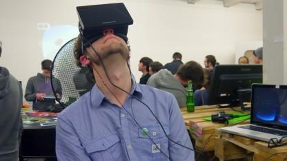 Indiegame-Entwickler mit Oculus Rift auf der A Maze 2014 in Berlin