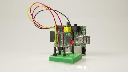 Raspberry Pi mit Bluetooth-Dongle und Breadboard