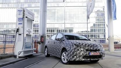 Brennstoffzellenauto an einer Hamburger Wasserstofftankstelle: 15 öffentlich zugängliche Tankstellen