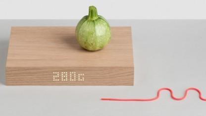 Küchenbrett Gkilo zeigt das Gewicht an.