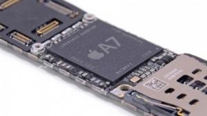 Der A7 auf dem Mainboard des iPhone 5S