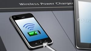Der TC7763WBG muss im Smartphone stecken, der TB6865FG-Transmitter im Ladekissen.