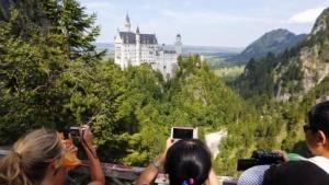 Was für Touristen von Vorteil ist, könnte im Inland zu höheren Preisen führen.
