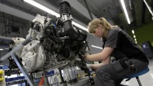 Arbeiterin bei Porsche
