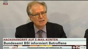 BSI-Präsident Michael Hange informiert über den neuen Fall von Identitätsdiebstahl.