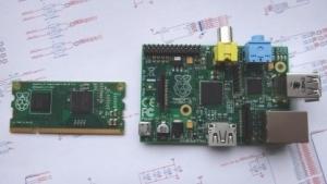 Das Raspberry Pi Compute Module und Raspberry Pi Model B im Größenvergleich
