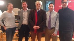 Ströbele (m.) mit Sarah Harrison (l.), John Goetze (2.v.l.), Glenn Greenwald (2.v.r.) und Jacob Appelbaum.