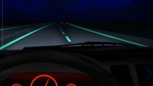 Smart Highway mit leuchtender Fahrbahnmarkierung: Straßen werden sicherer und poetisch.
