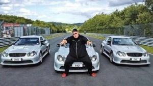 Kim Dotcom und einige seiner beschlagnahmten Autos