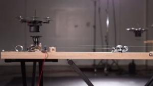 Hexacopter beim Musizieren: Glissando durch Sink- und Steigflug