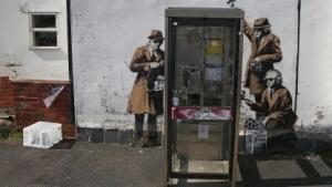Banksy-Kunstwerk in der Nähe des GCHQ-Hauptquartiers in Cheltenham, England
