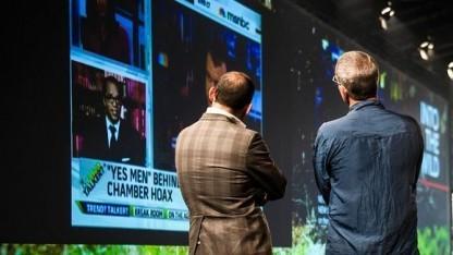 Die Yes Men während ihres Votrags auf der Re:publica