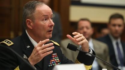 Ex-NSA-Chef Alexander verteidigt das Ausnutzen von Sicherheitslücken.