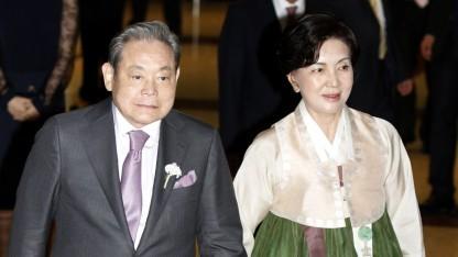 Lee Kun-hee und seine Frau Hong Ra-hee im Jahr 2012