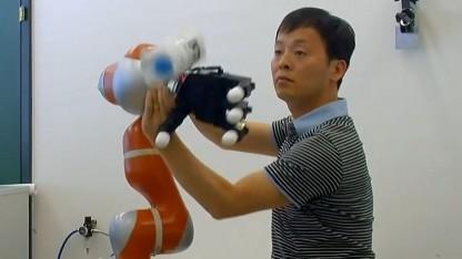 Roboter lernt fangen