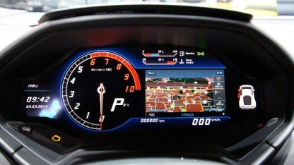 Das Display im Huracán im Mixed Mode.