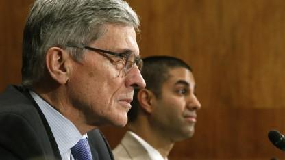 FCC-Präsident Tom Wheeler (l.) und Kommissionsmitglied Ajit Pai.