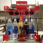 Bar Mixvah: Open-Source-Roboter bereitet Cocktails zu