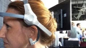 Mit der Kraft der Gedanken: Mindwave misst, wie sehr sich der Träger konzentriert. Damit lässt sich ein Computerspiel steuern.