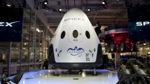 """Dragon V2 (bei der Vorstellung am 29. Mai 2014): """"So sollte ein Raumschiff im 21. Jahrhundert landen."""""""