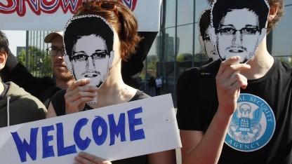 Fast die Hälfte der Deutschen würde Edward Snowden Asyl gewähren.
