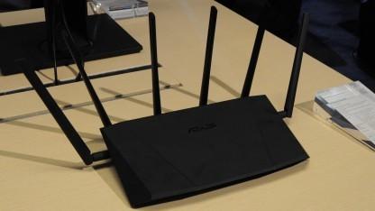 Router RT-AC3200 mit drei Funkmodulen und sechs Antennen