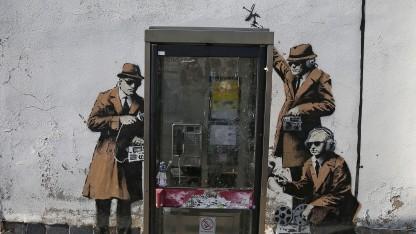 Früher hatten es Spione schwerer, heute macht ihnen das Internet das Ausspähen leicht.