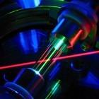 Polariton-Laser: Stromsparender Laser arbeitet bei Zimmertemperatur