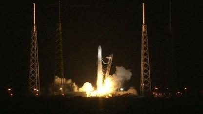 Start der Raumfähre Dragon (am 8. Oktober 2012): US-Astronauten in US-Raumfahrzeugen