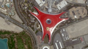 Ferrari World in Abu Dhabi: Satellitenbilder praktisch in Echtzeit