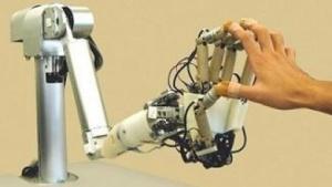 Haptische Roboterhand: Elastomer fühlt sich an wie menschliches Gewebe.