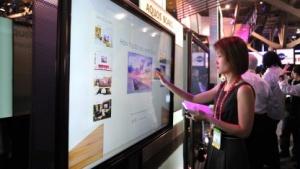 Große Smart-TVs sind bei den Kunden gefragt.