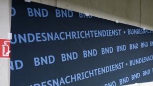 Der BND bekommt vorerst weniger Geld, um das Internet auszuspähen.